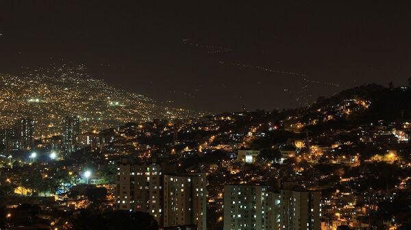 Ночной вид на город Медельин, Колумбия - Sputnik Армения