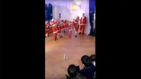 Шоу с пиротехникой на детском утреннике - Sputnik Армения