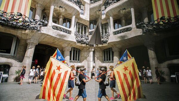 Участники акции сторонников независимости Каталонии в Барселоне - Sputnik Армения