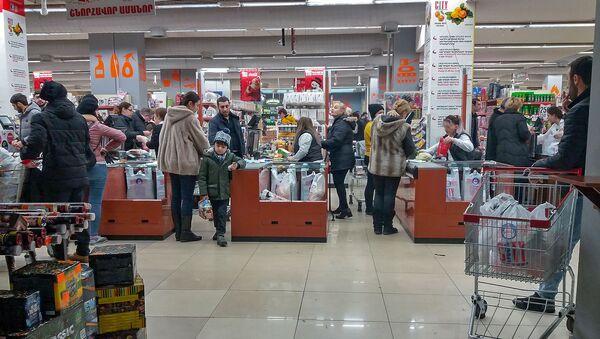 Предпраздничная суета в магазинах Еревана - Sputnik Армения