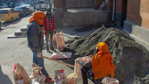 Индийцы, работающие на стройке в Армении - Sputnik Армения
