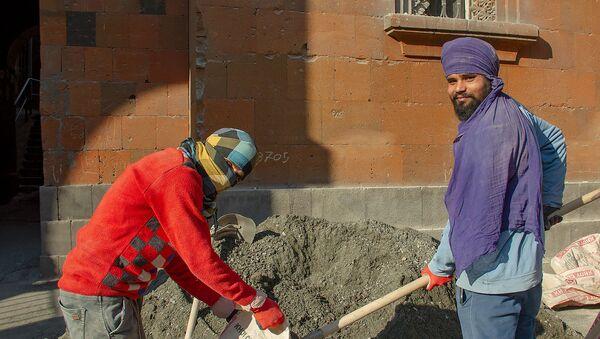 Индийцы, работающие на стройке в Армении - Sputnik Արմենիա