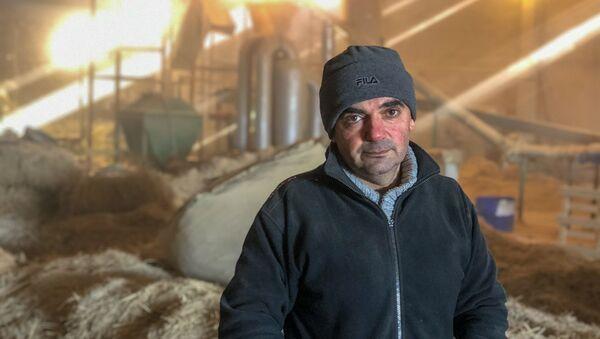 Основатель производства соломенный брикетов в селе Зораван Самвел Давтян - Sputnik Армения