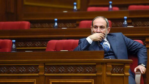 Премьер-министр Никол Пашинян во время первого заседания парламента Армении 7-го созыва (14 января 2019). Еревaн - Sputnik Армения