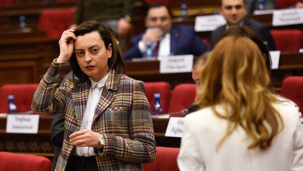 Вице-спикер парламента Армении Лена Назарян на заседании парламента Армении (15 января 2019). Еревaн - Sputnik Արմենիա