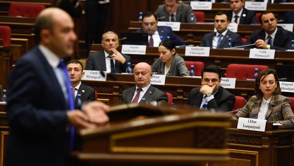 Руководитель фракции Просвещенная Армения Эдмон Марукян на заседании парламента Армении (15 января 2019). Еревaн - Sputnik Արմենիա