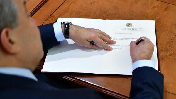Президент Армен Саркисян подписал указ о назначении Никола Пашиняна премьер-министром Армении (14 января 2019). Еревaн - Sputnik Армения
