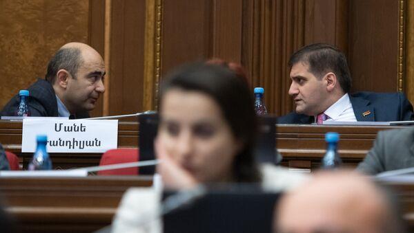 Эдмон Марукян и Арман Бабаджанян на заседании Парламента (18 января 2019). Еревaн - Sputnik Армения