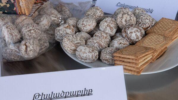 Демонстрация продуктов питания в центральной продовольственной базе управления тыла ВС Армении - Sputnik Արմենիա