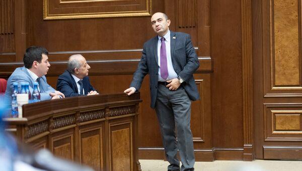 Руководитель фракции Просвещенная Армения Эдмон Марукян на заседании Парламента (18 января 2019). Еревaн - Sputnik Արմենիա