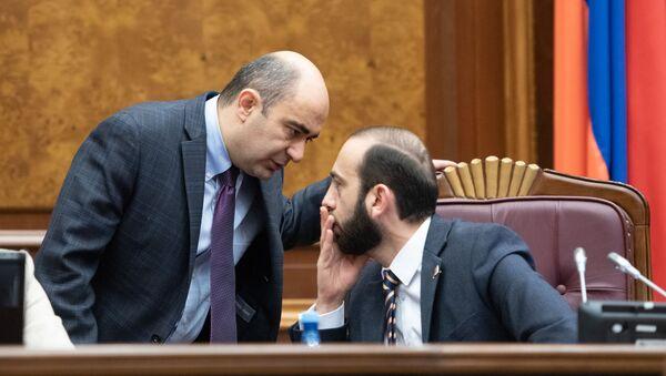 Арарат Мирзоян и Эдмон Марукян на заседании Парламента (18 января 2019). Еревaн - Sputnik Արմենիա