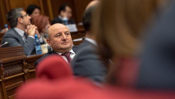 Депутат от фракции Процветающая Армения Вардан Гукасян на заседании парламента (18 января 2019). Еревaн - Sputnik Արմենիա