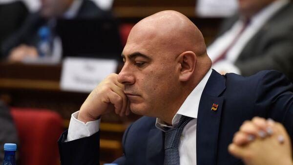 Депутат от фракции Процветающая Армения Эдуард Бабаян на заседании парламента Армении (15 января 2019). Еревaн - Sputnik Армения