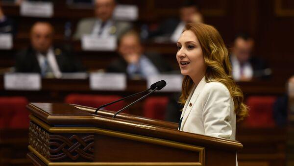 Выступление руководителя фракции Мой Шаг Лилит Макунц на заседании парламента Армении (15 января 2019). Еревaн - Sputnik Армения