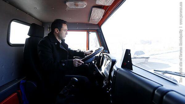 Мэр Еревана Айк Марутян за рулем новой снегоуборочной машины (21 января 2019). Еревaн - Sputnik Արմենիա