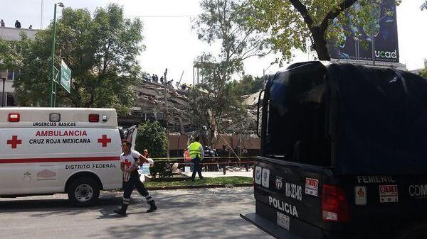 Автомобили полиции и скорой помощи в Мексике - Sputnik Армения