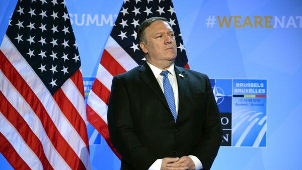 Госсекретарь США Майк Помпео во время пресс-конференции президента США в рамках саммита глав государств и глав правительств стран-участниц НАТО (12 июля 2018). Брюссель - Sputnik Արմենիա