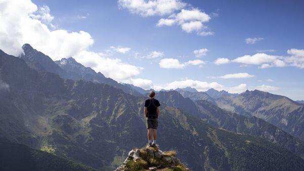 Турист в горах - Sputnik Армения
