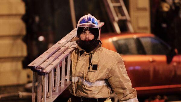 Сотрудник противопожарной службы МЧС  - Sputnik Армения
