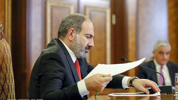 Премьер-министр Армении Никол Пашинян во время совещания с экономическим блоком правительства (26 января 2019). Еревaн - Sputnik Армения