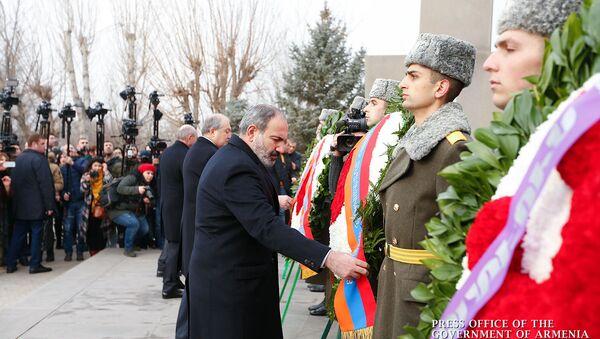Церемония возложения цветов в пантеоне Ераблур (28 января 2019). Еревaн - Sputnik Армения