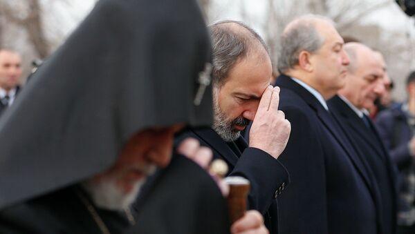 Церемония возложения цветов в пантеоне Ераблур (28 января 2019). Еревaн - Sputnik Արմենիա