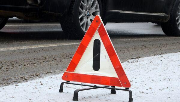 Знак аварийной остановки на дороге - Sputnik Армения