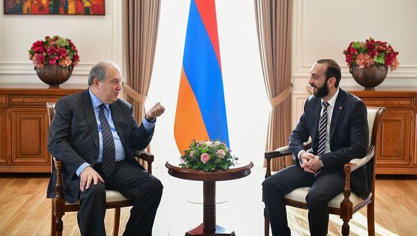 Президент Армен Саркисян встретился с председателем Национального собрания Араратом Мирзояном (31 января 2019). Еревaн - Sputnik Արմենիա