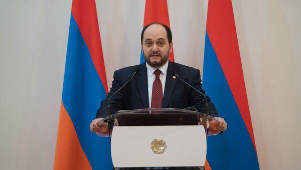 Министр образования и науки Араик Арутюнян во время принятия присяги правительства Армении (30 января 2019). Еревaн - Sputnik Արմենիա