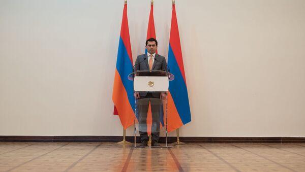 Министр транспорта, связи и информационных технологий Акоб Аршакян во время принятия присяги (30 января 2019). Еревaн - Sputnik Արմենիա