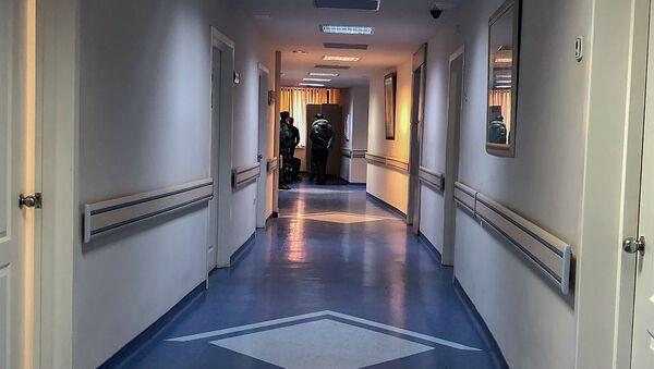 Конвой перед палатой Манвела Григоряна в медицинском центре Наири - Sputnik Արմենիա
