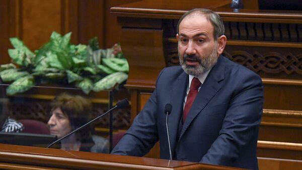 Премьер-министр Никол Пашинян на внеочередном заседании парламента Армении (12 февраля 2019). Еревaн - Sputnik Армения