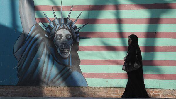 Граффити на стене бывшего посольства США в Тегеране. - Sputnik Армения