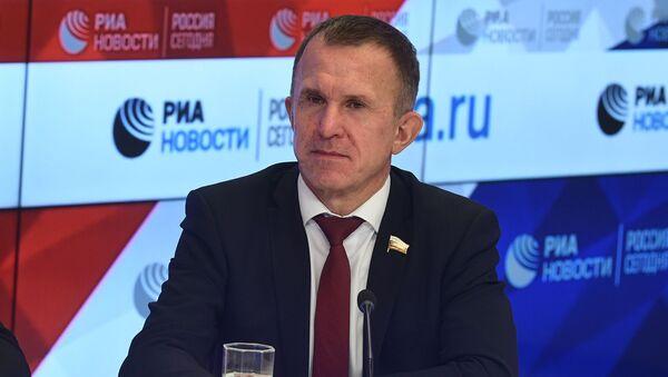 Член Комитета по экономической политике Совета Федерации России Владимир Кравченко - Sputnik Армения