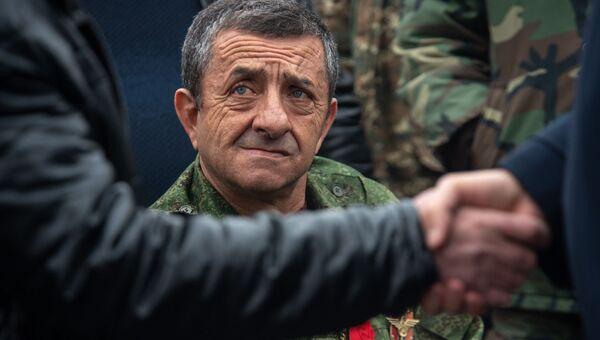 Члены Союза ветеранов войны в Афганистане возложили цветы к обелиску Героям Афганской войны (15 февраля 2019). Еревaн - Sputnik Армения