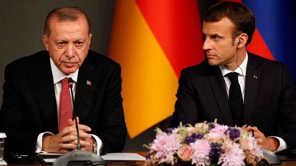 Президенты Турции и Франции Реджеп Тайип Эрдоган и Эммануэль Макрон на пресс-конференции по итогам саммита по Сирии (27 октября 2018). Стамбул - Sputnik Армения
