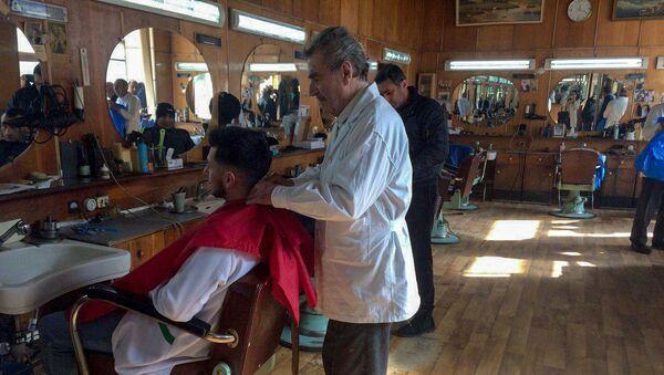Самый пожилой практикующий парикмахер в Армении Ханик (Ханаев) Аристакесян - Sputnik Արմենիա