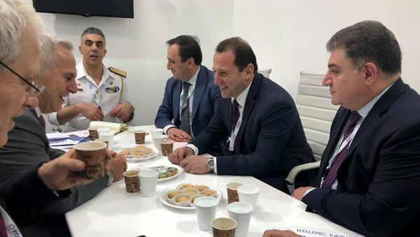 Встреча министров обороны Армении и Греции Давида Тонояна и Эвангелоса Апостолакиса в Абу-Даби - Sputnik Արմենիա