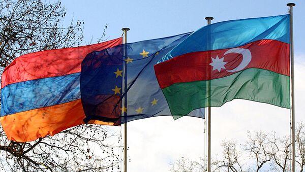 Флаги Армении, ЕС и Азербайджана накануне вхождения стран в Совет Европы (25 января 2001). Страсбург - Sputnik Армения