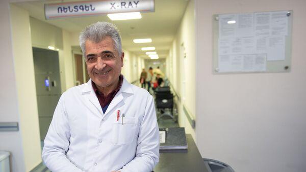 Руководитель Ереванского центра реконструкции и удлинения конечностей, травматолог-ортопед, доктор медицинских наук, профессор Аршак Мирзоян - Sputnik Արմենիա