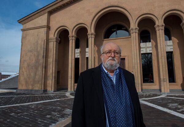 Լեհ կոմպոզիտորը Կոմիտասի անվան թանգարան–ինստիտուտի մոտ - Sputnik Արմենիա