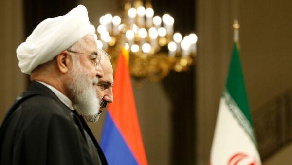 Премьер-министр Армении Никол Пашинян и президент Ирана Хасан Рухани на совместной пресс-конференции (27 февраля 2019). Тегеран - Sputnik Армения