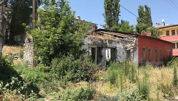 Дом Егише Чаренца в Карсе - Sputnik Армения