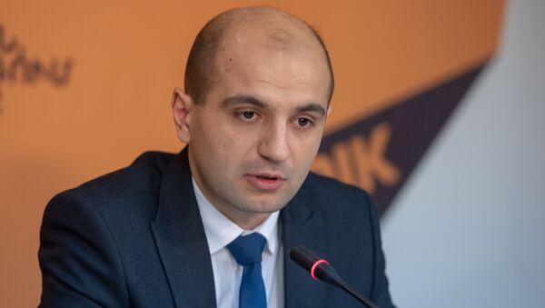 Норайр Дунамалян на пресс-конференции по теме открытия первой  международной научно-образовательной школы в Дилижане - Sputnik Արմենիա