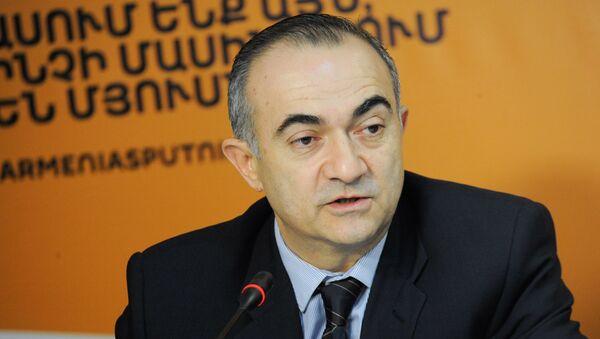 Теван Погосян на пресс-конференции по теме открытия первой международной научно-образовательной школы в Дилижане - Sputnik Արմենիա