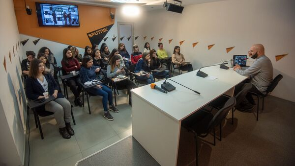 Фотограф Sputnik Армения Асатур Есаянц на очередном модуле SputnikPro - Sputnik Արմենիա