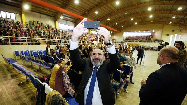 Премьер-министр Армении Никол Пашинян встретился с армянской общиной Исфахана (28 февраля 2019). Иран - Sputnik Արմենիա