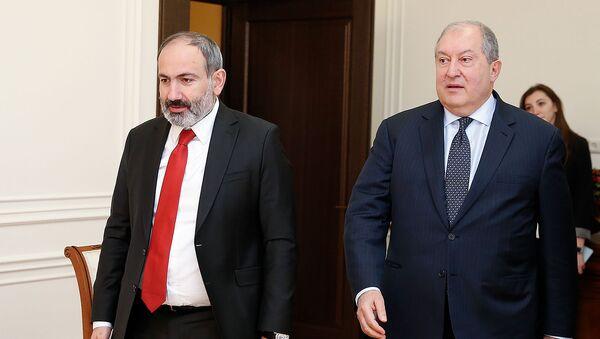Встреча премьер-министра и президента Армении Никола Пашиняна и Армена Саркисяна (1 марта 2019). Еревaн - Sputnik Армения