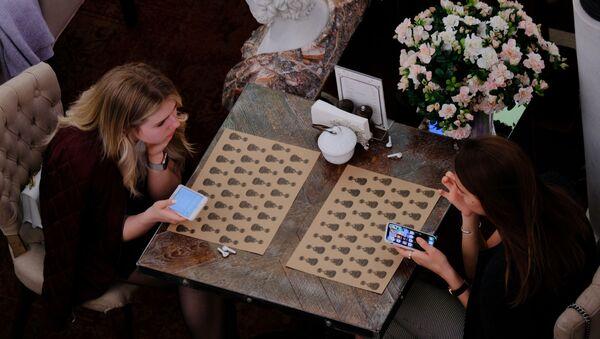 Девушки в кафе - Sputnik Արմենիա