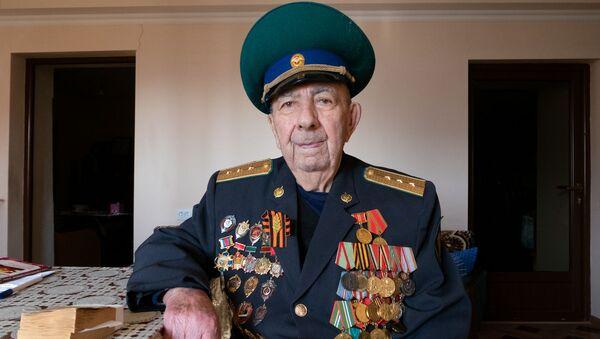 Ветеран Великой Отечественной войны и пограничных войск, старший прапорщик Сергей Оганесян, Мегри - Sputnik Армения